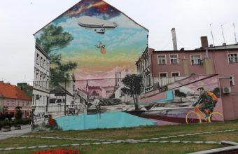 Wystawa murali na Placu Wyzwolenia