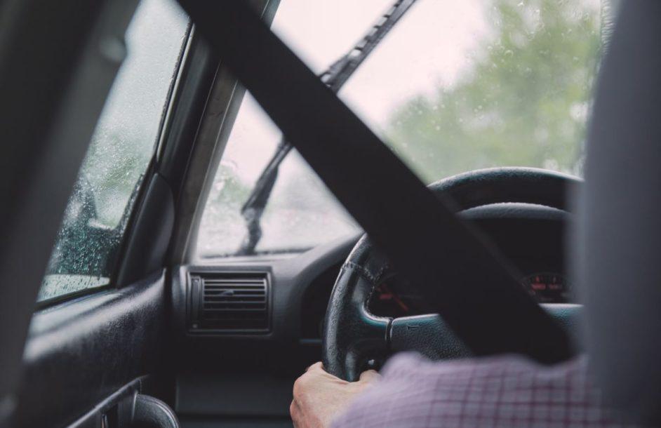 Bezpieczny senior za kierownicą