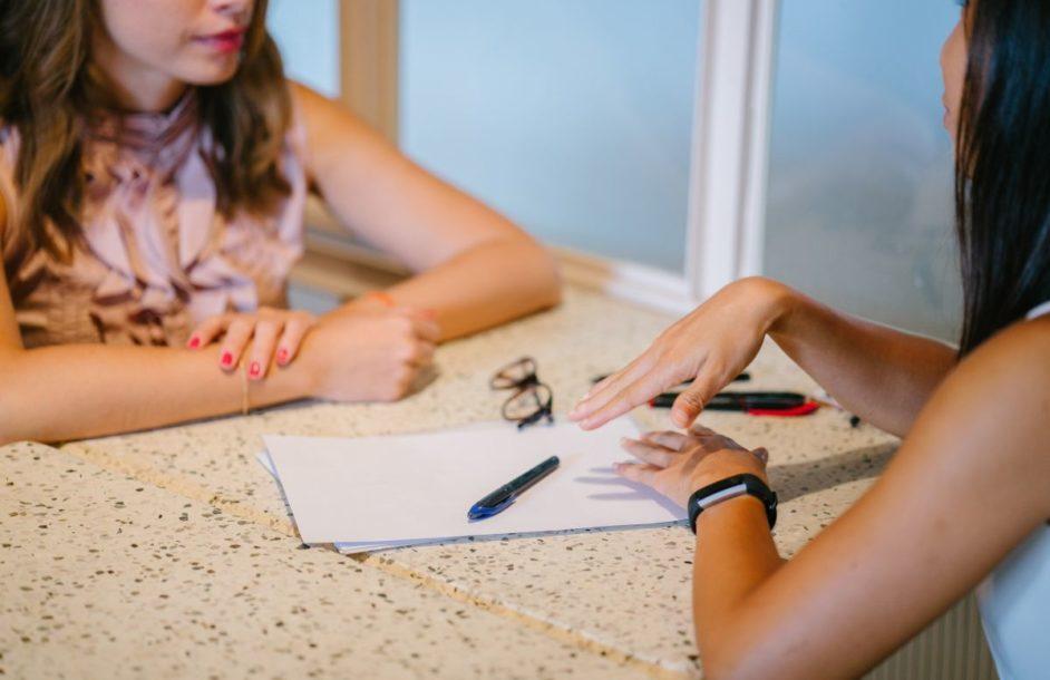 Pierwsza rozmowa o pracę – czego nie mówić?