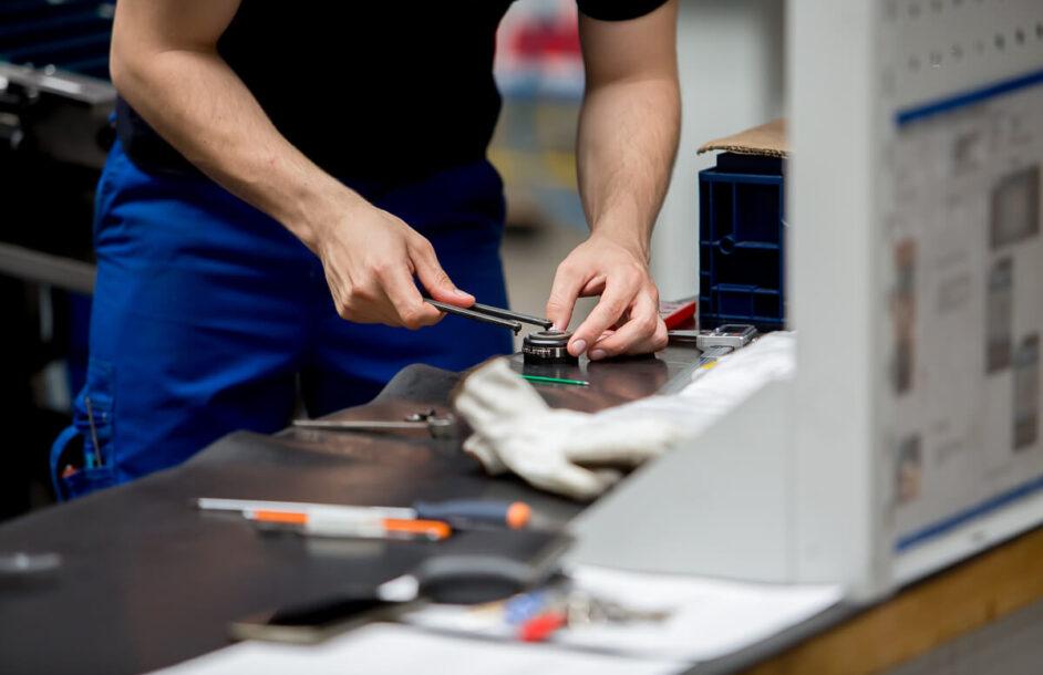 Operator CNC – ile zarabia i jakie ma obowiązki?